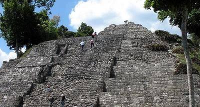 Yaxhá, entre naturaleza y templos mayas