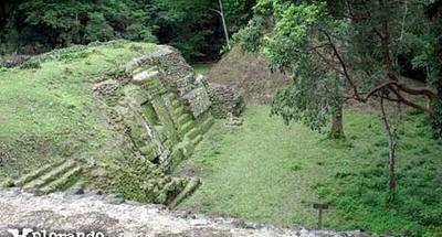 Uaxactún al norte de Tikal