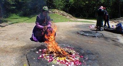 Ceremonias y rituales mayas en sitios sagrados