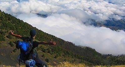 Los riesgos de escalar montañas y volcanes