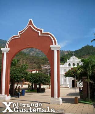 Iglesia colonial de El Chol en Baja Verapaz / foto 2