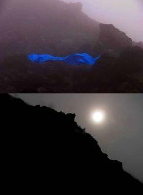 """Arriba: El punto donde he pasado la noche, a unos 80 metros del cráter. Día 2. Abajo: El sol atrás de la """"piedrota"""" a unos 15 mts. Del cráter. Día 1"""