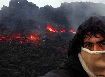 El candente cráter del volcán Fuego. Día 1