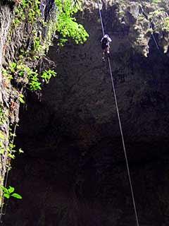La vista del techo de la cueva es impresionante en el momento de descender.
