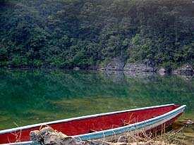 Los paseos se pueden realizar en lancha a remo o en Kayak. Foto por Explorador.