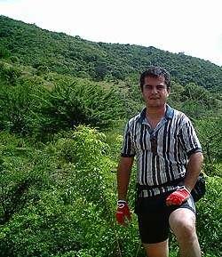 Gildardo Villeda en la ruta hacia El Jute.