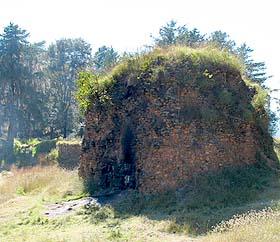 Uno de los templos que aún se aprecian en Utatlán.