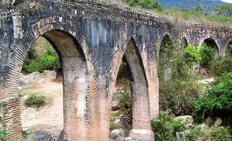Arcos del acueducto de agua potable de Esquipulas.