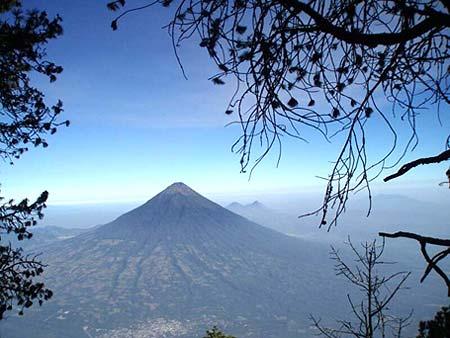 Volcán de Agua tendrá teleférico desde Santa María de Jesús.