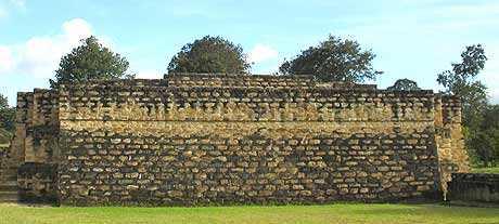 Ruinas de la ciudad Cackchiquel de Iximché.