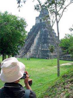 Nuestro amigo viajero vino desde Japón para visitar Tikal.