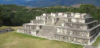 Un mundo maya debilitado y en conflicto facilitaría la conquista española. Foto: Zaculeu.