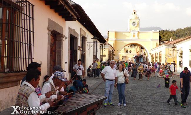 La Calle del Arco, protagonista de cultura y fiesta en La Antigua Guatemala