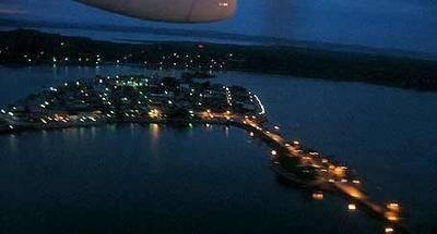 Isla de Flores de noche y desde el aire