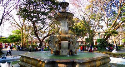 Fuente de Las Sirenas y el Parque de La Antigua Guatemala