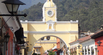 El arco de Santa Catalina, monumento y puente privado