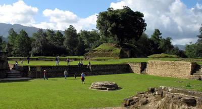 Templos mayas convertidos en material de construcción