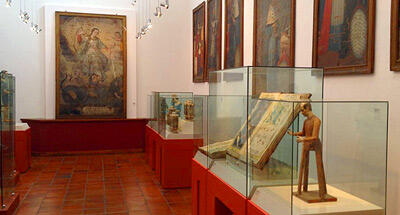 Preservación de documentos y piezas históricas