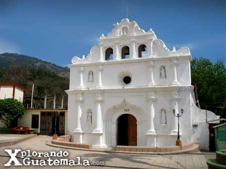Iglesia colonial de El Chol en Baja Verapaz