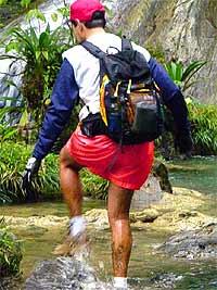 Sin importar el lugar donde sea tu expedición, algo muy importante que debes considerar es el peso que cargarás en la espalda. (Foto: Aventuras sin Límite / Río las Escobas, Cerro San Gil, Izabal)