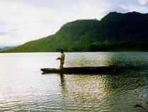 Pescador en Ayarza. Foto: Gustavo Guaré.