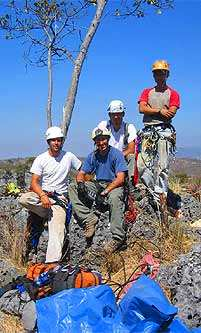 De izquierda a derecha: Emanuel, Giancarlo, Hector y Manuel al finalizar el ascenso.