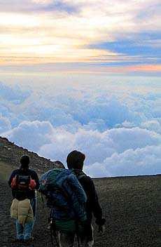 El deporte y la vida en la naturaleza te inyectan energías constantemente con el simple hecho de los lugares que puedes ver. (Celaje desde la cima del Acatenango. Foto cortesía de www.Fotosdeguatemala.com)