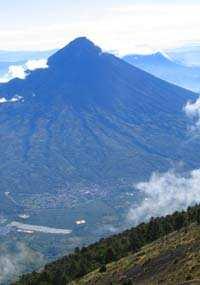 Vista de Hunahpú desde Acatenango.