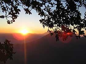Amanecer visto desde el Volcán San Pedro. Foto: Explorador