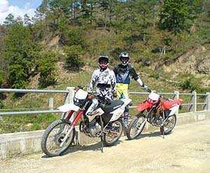 Viajeros Porres en su travesía Moto enduro hacia Pino Dulce