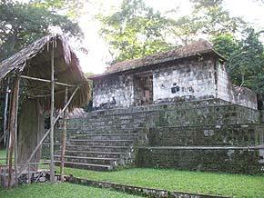 Estructura A-3 de Ceibal. Foto de Mayan Master