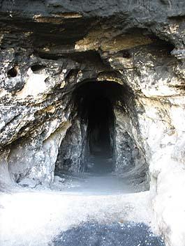 Tunel de Utatlán, en Quiché.