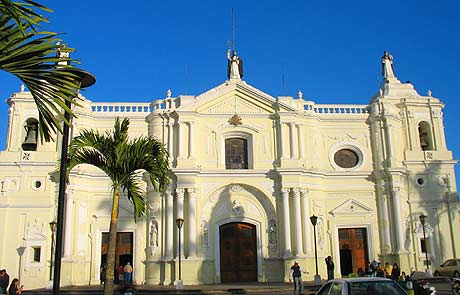 Fachada estilo neoclásico, Iglesia de Santo Domingo.