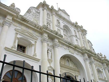 Catedral de San José en La Antigua Guatemala, con detalles estilo Barroco.