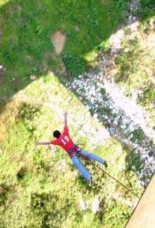 El salto en sí proporciona una gran emoción y sensación de libertad.