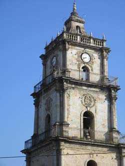 Contiguo a la Iglesia Principal se encuentra un museo que relata historia de Guatemala y del conflicto armado.
