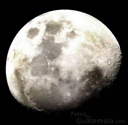 Luna roja y ceniza volcánica-foto-1--9-2-2015